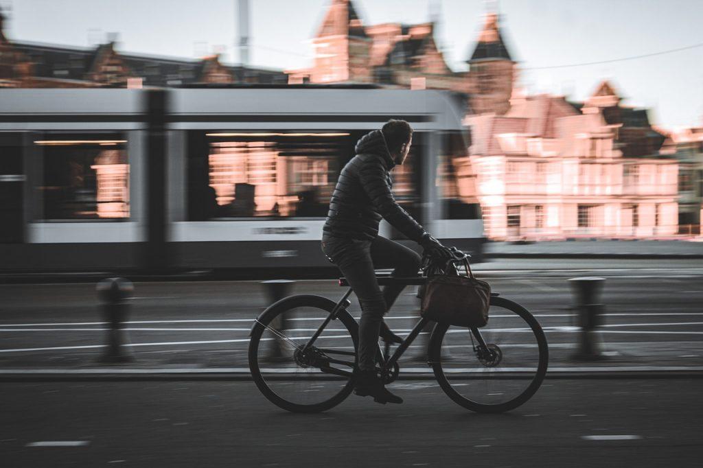 commuter cycling on van moof bike, a theft-proof bike