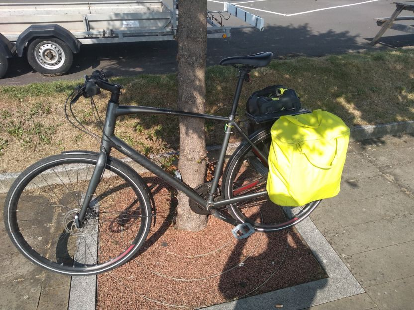 commuter hybrid bike with bag in the shade